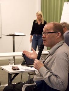 Tommy Jansson pratar