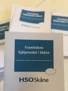 På bilden syns enkätens framsida med texten Framtidens hjälpmedel i Skåne - en undersökning av Funktionsrätt Skåne om Region Skånes hjälpmedelssortiment